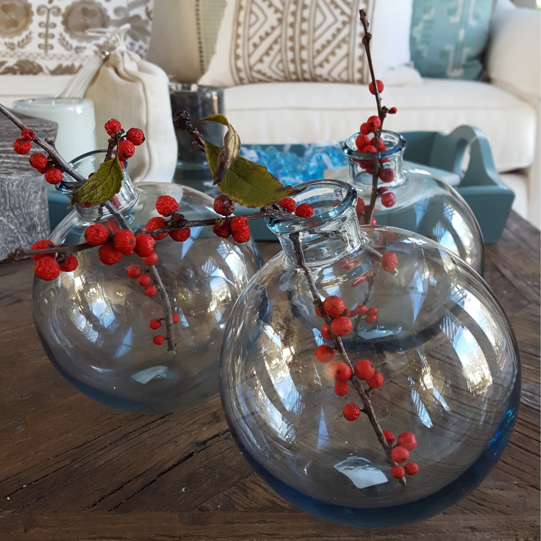 christmas-4-sphere-vase-with-winterberry